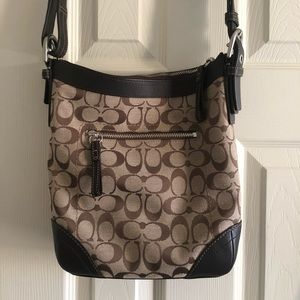 Coach purse. Used a few times. In excellent shape.